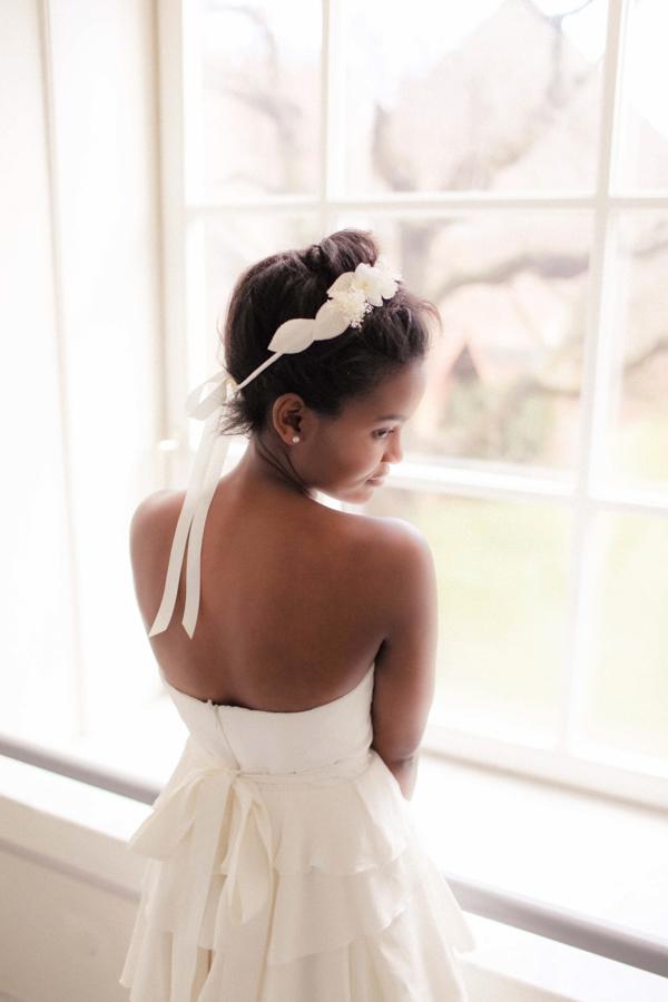 Kleid mit Brosche-schräg