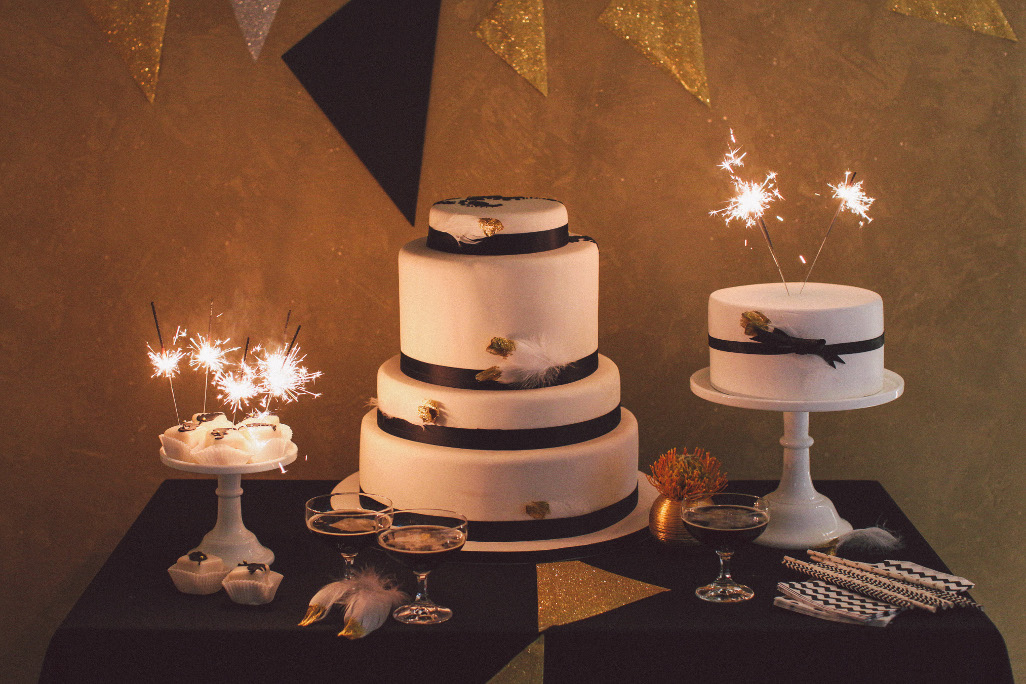 Hallo 2014! Black & Gold ~ Glamorous Styled Shoot by Nancy ...