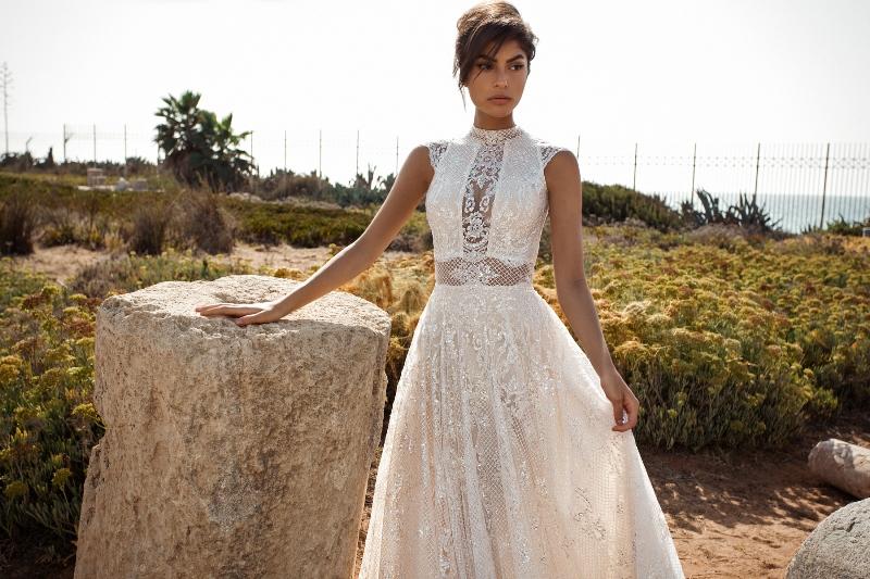 Spitzenbesetztes Brautkleid aus der Kollektion Gala III by Galia Lahav auf dem Hochzeitsblog Brautsalat
