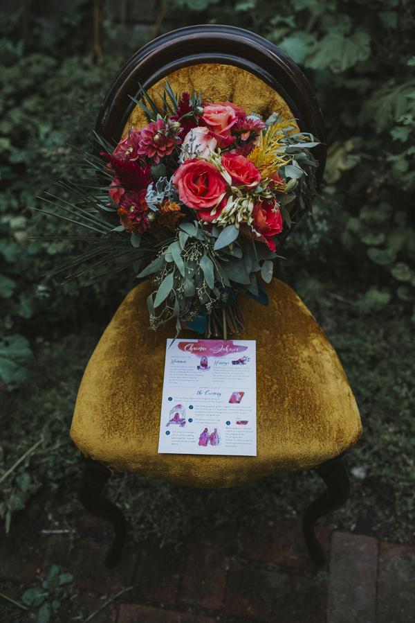 Hochzeitspapeterie und Brautstrauß für die Hochzeit im Orient-Trend auf Brautsalat