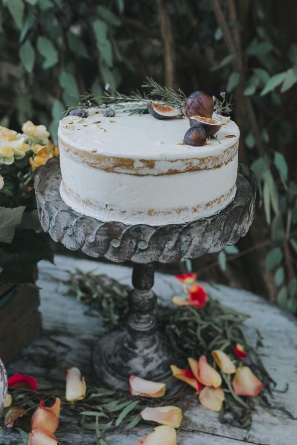 Hochzeitstorte mit Feigen im Orient-Trend auf Brautsalat