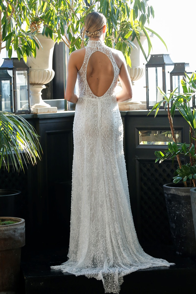 Runder RÜckenausschnitt Brautkleid mit Perlen von Francesca Miranda auf dem Hochzeitsblog Brautsalat
