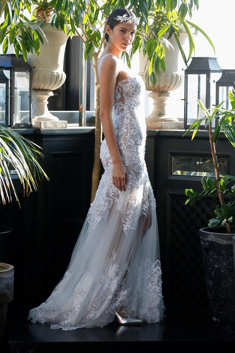 Transparentes Brautkleid Spitze von Francesca Miranda auf dem Hochzeitsblog Brautsalat