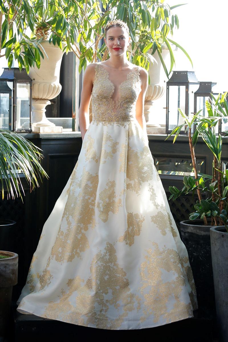 Goldene Spitze Brautkleid von Francesca Miranda auf dem Hochzeitsblog Brautsalat