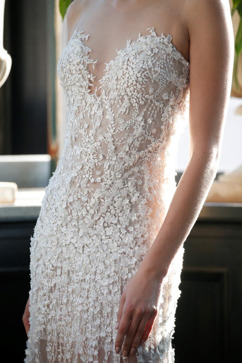 Perlenbesticktes Brautkleid mit von Francesca Miranda auf dem Hochzeitsblog Brautsalat