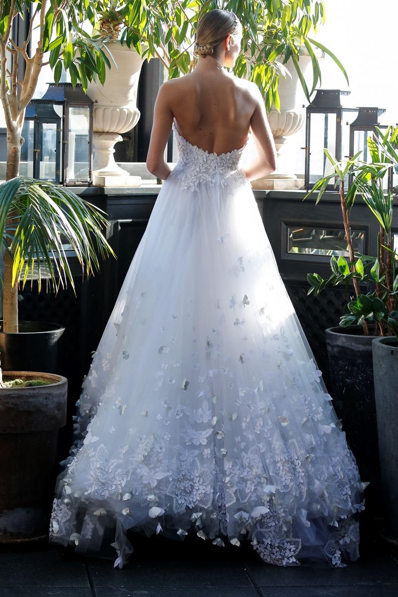 Schmetterling Applikation auf Brautkleid von Francesca Miranda auf dem Hochzeitsblog Brautsalat