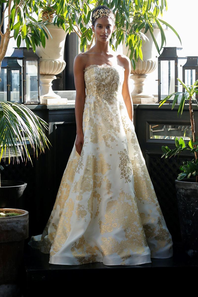 Goldene Applikationen auf Brautkleid von Francesca Miranda auf dem Hochzeitsblog Brautsalat