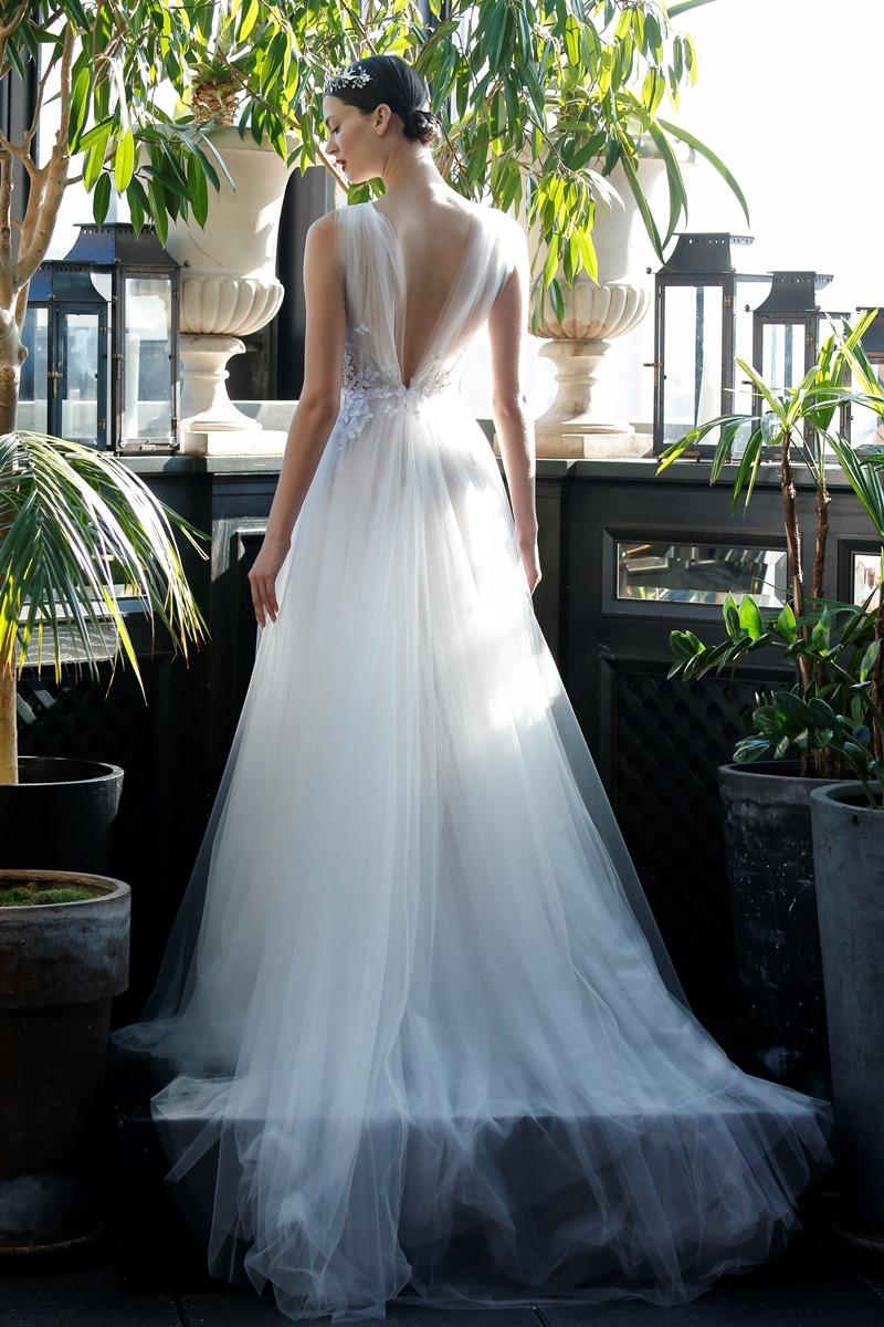 Tüllkleid für romantische Braut von Francesca Miranda auf dem Hochzeitsblog Brautsalat