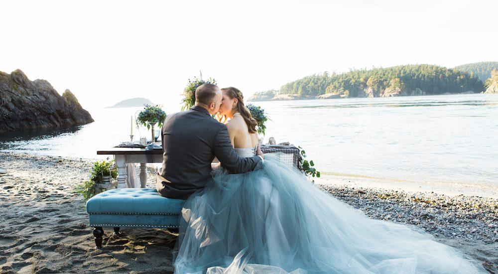 Hochzeit am Meer und ein Brautkleid in Grau ~ Hochzeitsinspiration