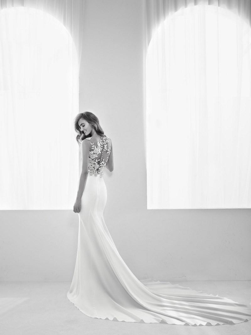 Strass Brautkleid Pronovias Preview Kollektion 2018 Hochzeitsblog Brautsalat