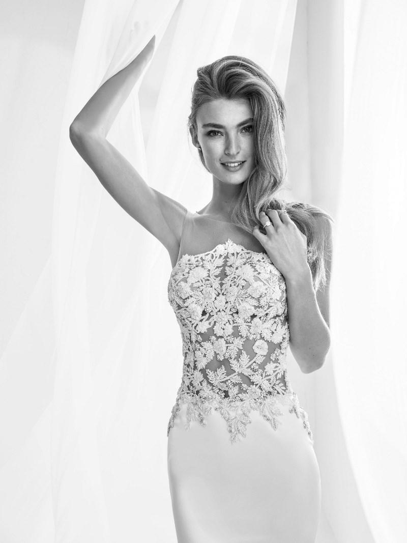 Spitze Mieder BRautkleid Pronovias Preview Kollektion 2018 Hochzeitsblog Brautsalat