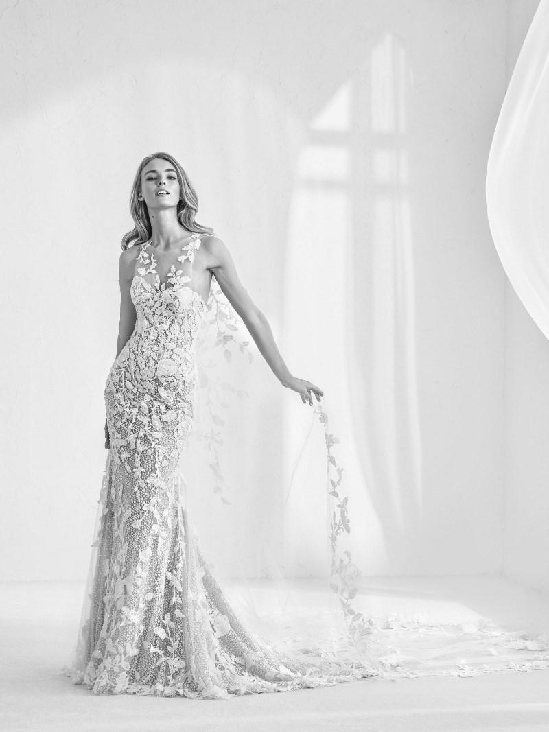 Spitze Brautkleid abnehmbarer Schleier Pronovias Preview Kollektion 2018 Hochzeitsblog Brautsalat