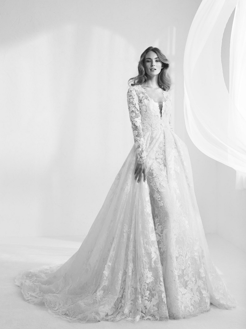 Brautkleid Spitze abnehmbarer Rock Pronovias Preview Kollektion 2018 Hochzeitsblog Brautsalat